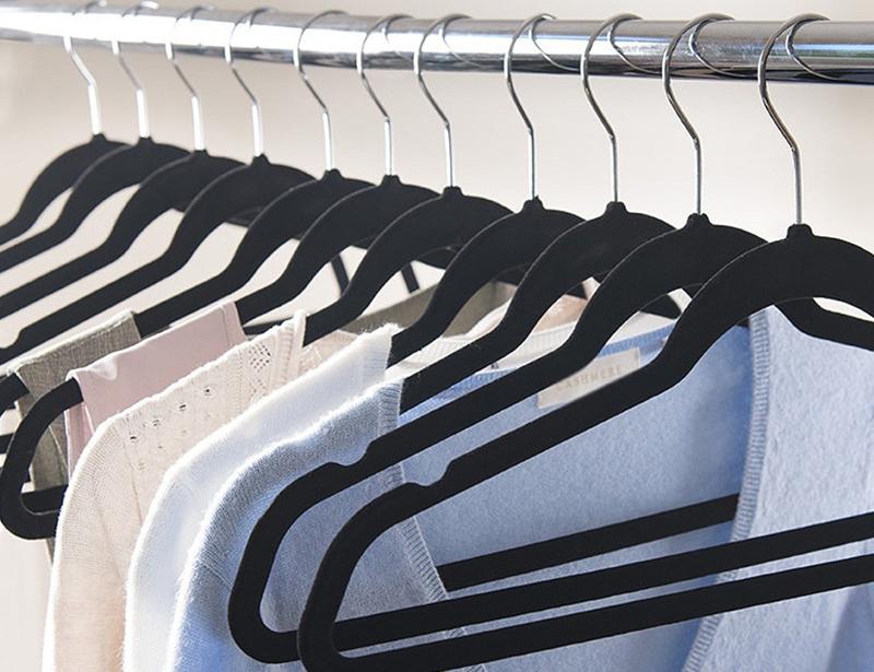 Non Slip Velvet Clothes Hanger with Notched Shoulder
