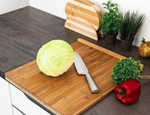 Which one is more hygienic between plastic and wooden chopping board?